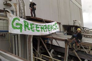 Greenpeace en action au Canada contre Suncor