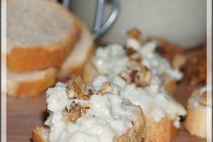Petits Toasts Grillés Roquefort-Noix pour l'apéro