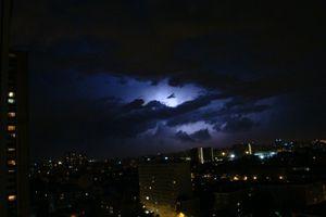 cercle lumineux dans le ciel roumain