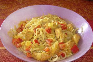Sauté de poulet, légumes et nouilles chinoises