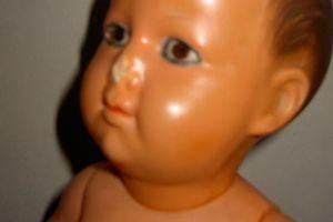Quand Béa joue au docteur ou autopsie d'un poupon Petitcollin