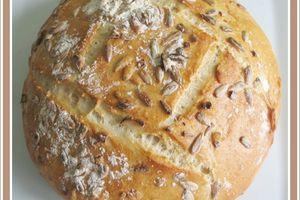 Pain rond à la farine d'épautre et aux graines de tournesol