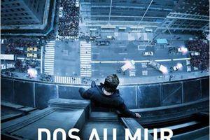 DOS AU MUR (Man on the ledge)