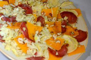 Carpaccios :fonds d'artichaut, mimolette vieille, filet mignon de coche, noisettes