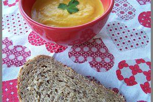 Soupe carottes et patates douces au lait de coco