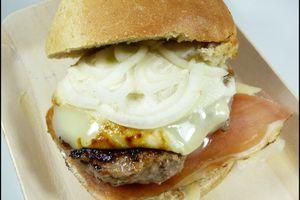 Burgers tout fromagé et buns au levain