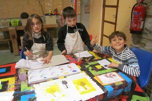 """Atelier """"Papiers, tissus, textures"""" à Yronde et Buron: cycle 2"""