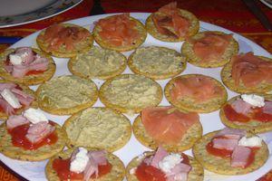 Crackers garnis pour un apéritif gourmand