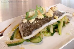 Filet de daurade royale, julienne de courgettes et crumble de parmesan