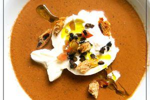 Gaspacho de tomates noires et olives, Burrata et Petits Croutons