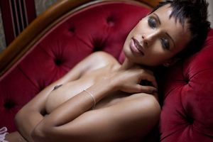 """Sonia Rolland topless dans """"Toutes nues"""" !"""