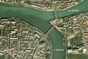 Quel est le fleuve qui traverse Paris ?