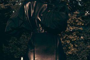 Black & Cuir, Carmen Kass
