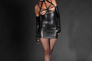 Carline : robe bondage poitrine Patrice Catanzaro