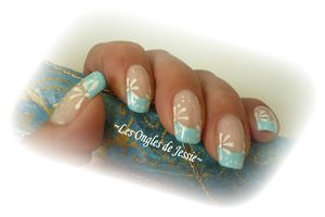 French Turquoise - NailArt pâquerette blanche