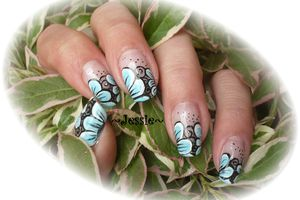 NailArt pétales turquoise en French