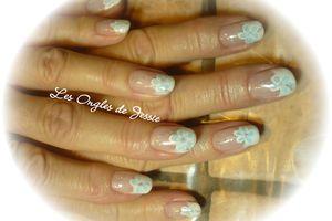 French blanche et grosse Fleur Turquoise sur fil de paillettes