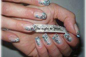 Nail-Art vagues entremêlées - en blanc, noir, turquoise