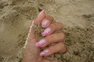 Nail-Art Volutes en rose et blanc