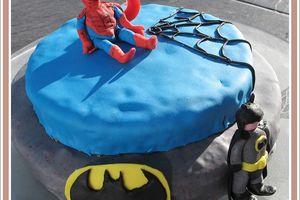 Gâteau d'anniversaire : Super héros