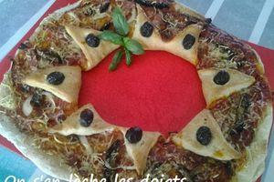 La pizza en étoiles: tomate, jambon, champignons, olives, fromage râpé