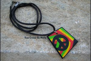 """Pendentif """"peace and love"""""""