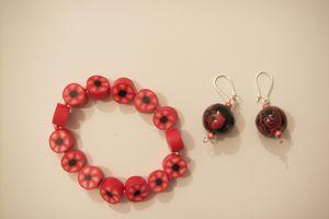 Bracelet et boucles d'oreilles, tons rose et noir