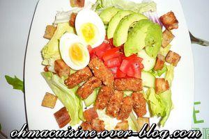 Salade au poulet croustillant et crudités