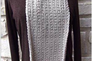 une écharpe au tricot