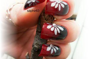 nail art fleurs argent métallique