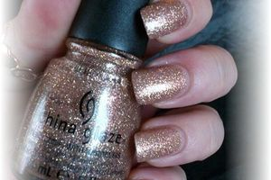 china glaze champagne kisses - nails papillons