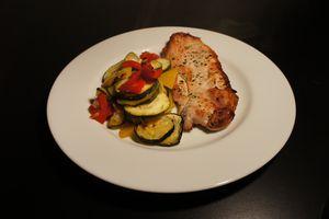 Blanc de poulet et légumes rôtis au basilic