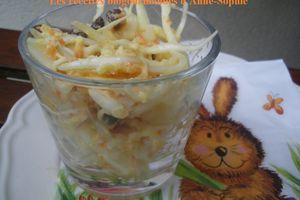 Salade de chou blanc aux pommes, carottes et petits raisins secs au curry