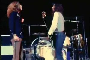 Pur rock and roll : Led Zeppelin live performing Eddie Cochran