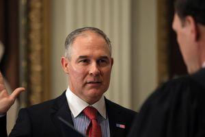 Qui est Scott Pruit, le climatosceptique qui prend la tête de l'Agence américaine de protection de l'environnement