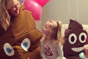 Cette petite fille voulait une fête d'anniversaire sur le thème du caca, ses parents ont exaucé son vœu