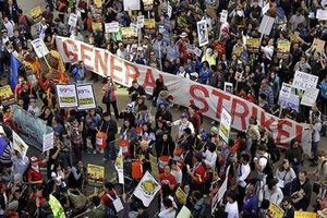 Occupy Oakland : 10 000 manifestants bloquent le port
