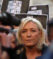 Marine Le Pen est-elle en train de devenir une figure internationale ?