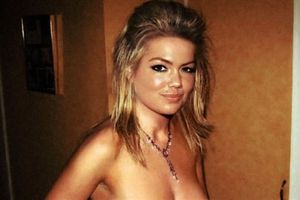 Photo : Kate Upton Topless With Extremely Hard Nipples