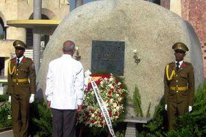 Le président de la République se recueille à la mémoire de Fidel Castro à Santiago de Cuba