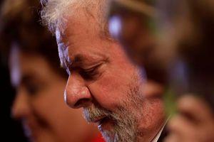 L'ex-président brésilien Lula condamné à 9 ans de prison pour corruption
