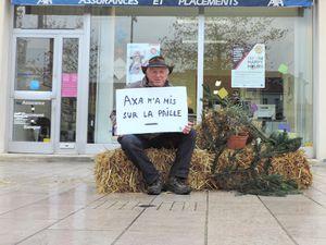 Photos de l'action n° 1 &quot&#x3B;AXA m'a mis sur la paille&quot&#x3B; en soutien à la pétition &quot&#x3B; AXA agissez et sauvez...