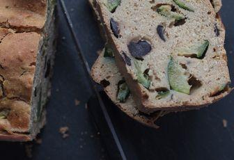 Cake aux courgettes & olives noires, sans lait, sans oeuf, sans beurre