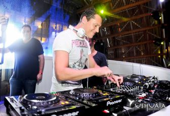 Tiesto photos: Ushuaia beach / Ibiza 07 sept 2011