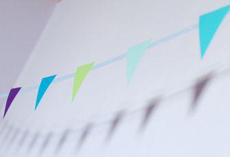 Fabriquer une guirlande colorée pour la chambre de bébé