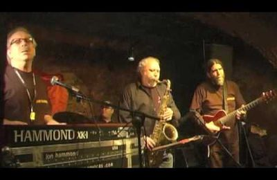 Jon Hammond Band Plays The Shit Out Of Classic Besame Mucho in jazzkeller Party