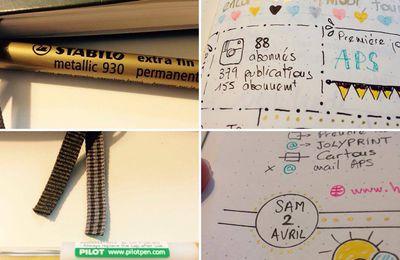 Aujourd'hui je vous montre mes deux stylos OR que j'adore !!! Ils brillent vraiment et sont fluides à l'écriture. Un vrai régal 📖🖋#on