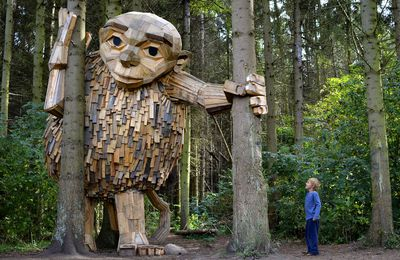 Gigantes de madera escondidos en los bosques de Copenhague