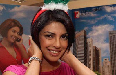 Priyanka Chopra et Uday Chopra célèbrent Noël pendant la promotion !!!