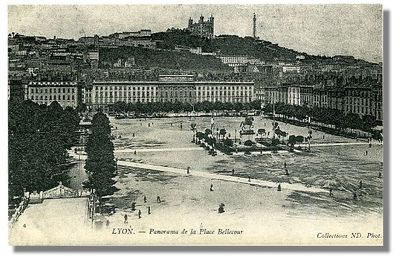 LYON - Panorama de la Place Bellecour
